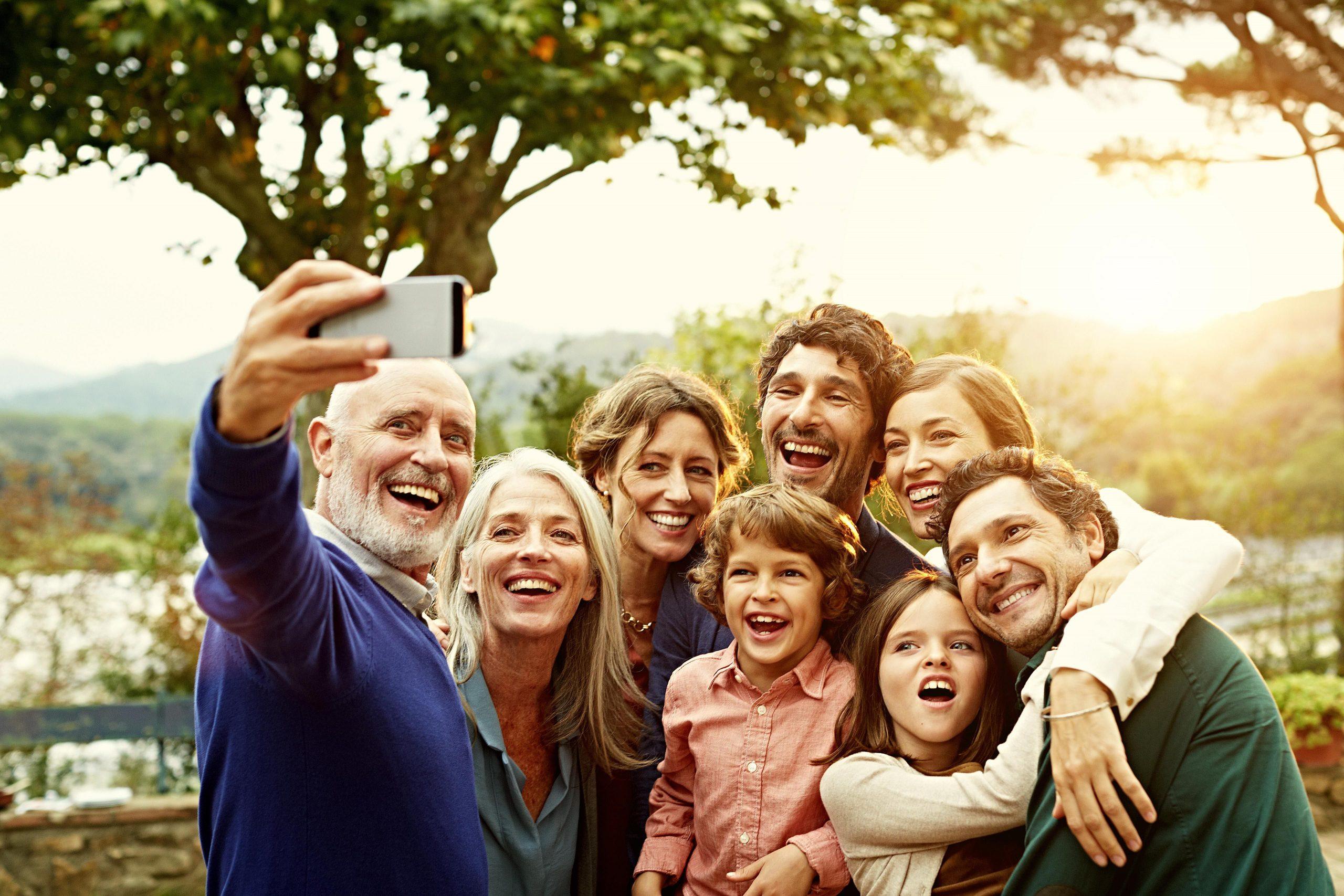 Что люди разных поколений ищут в соцсетях?